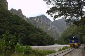 walking from Hidroelectrico to Aguas Calientes